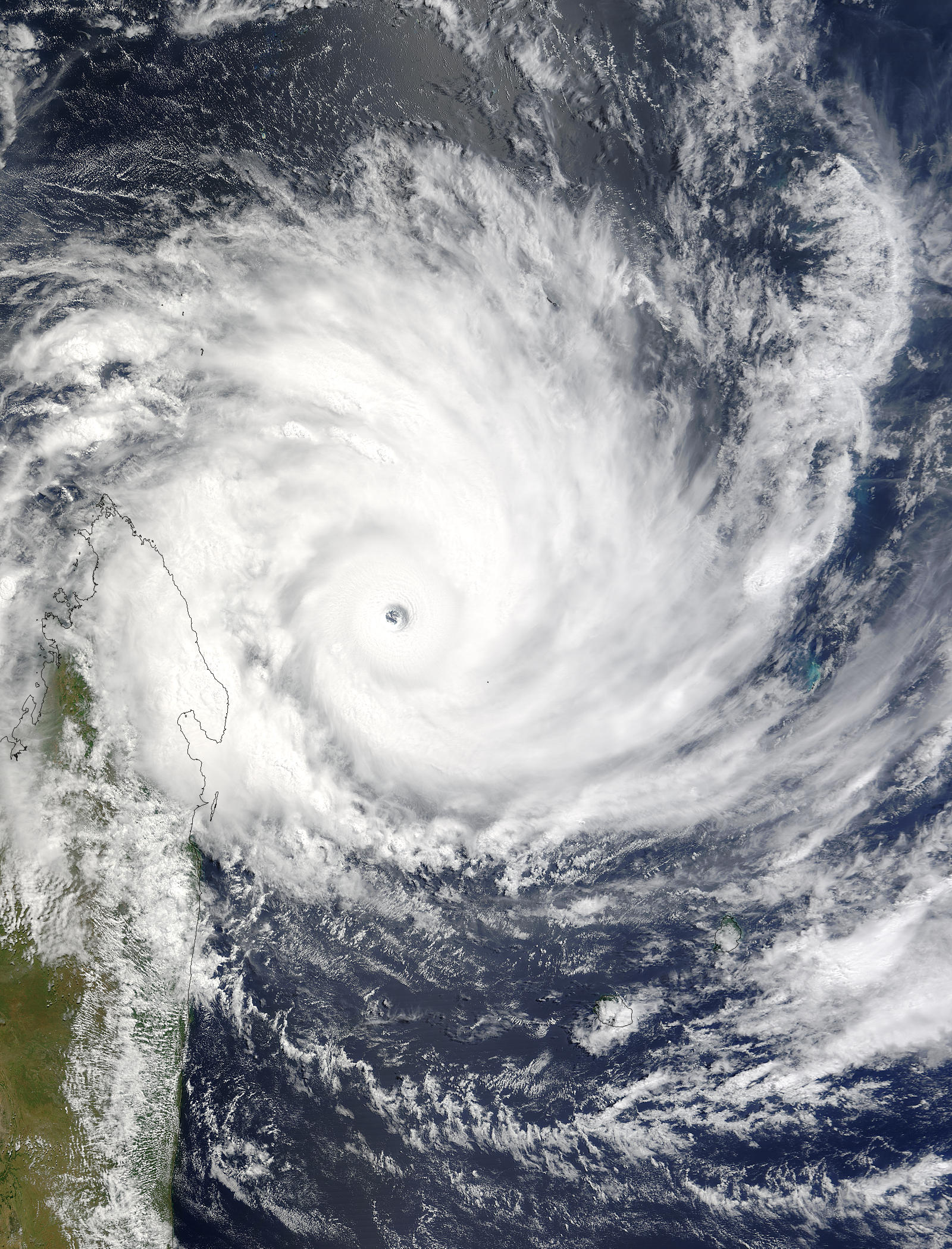 Cyclonextr me m t o cyclone ouragan typhon bassin oc an indien sud ouest r union maurice - Les 5 cyclones ...